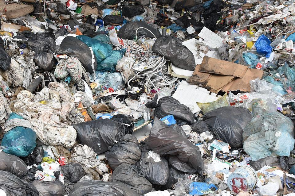 Wysypiska śmieci - szpecą i szkodzą
