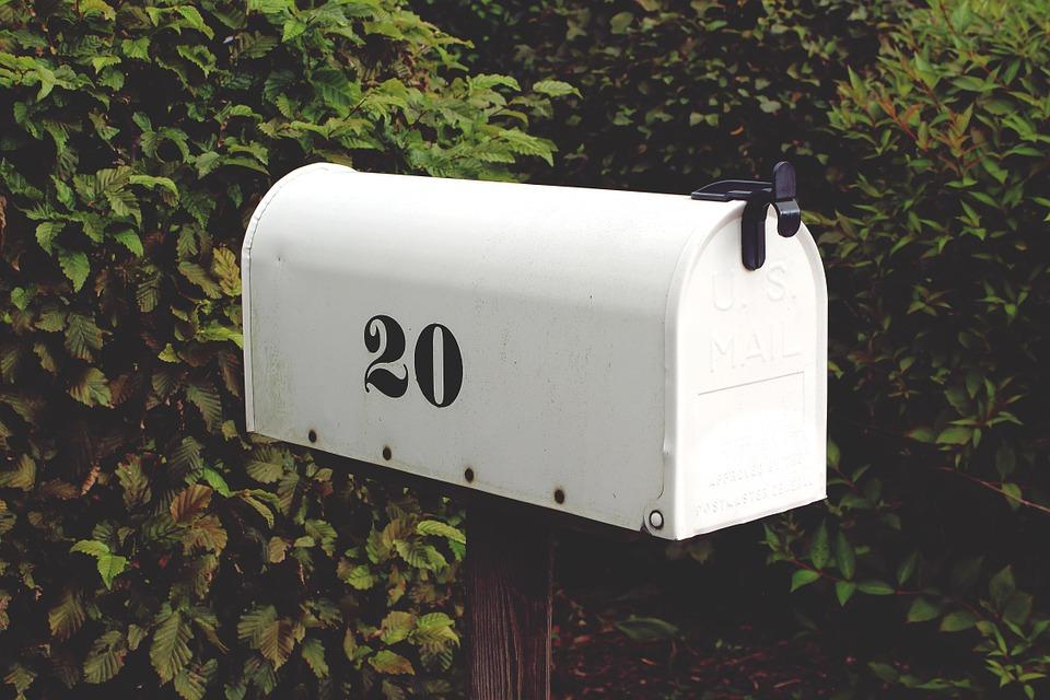 Opakowania foliowe skutecznie zabezpieczają przesyłki pocztowe