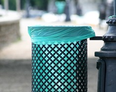 Worek na śmieci w niebieskim kolorze